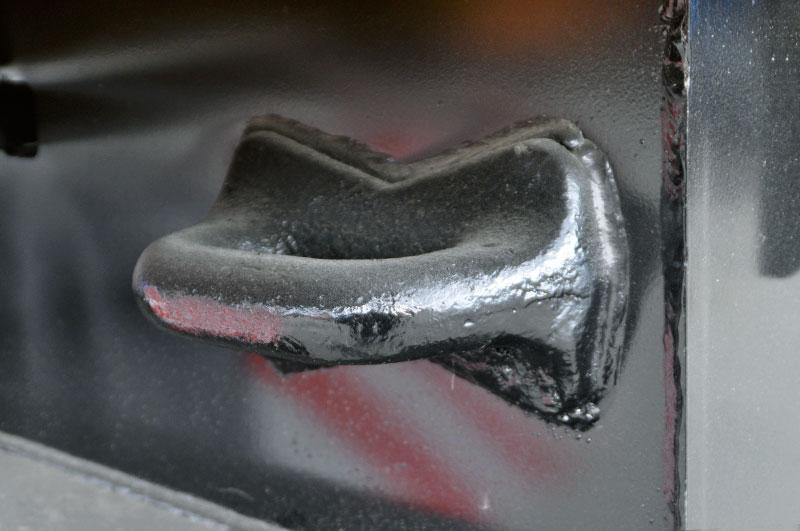 Буксировочные петли в задней части рамы