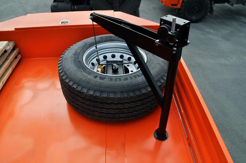 Подъемник запасного колеса в гусачной части