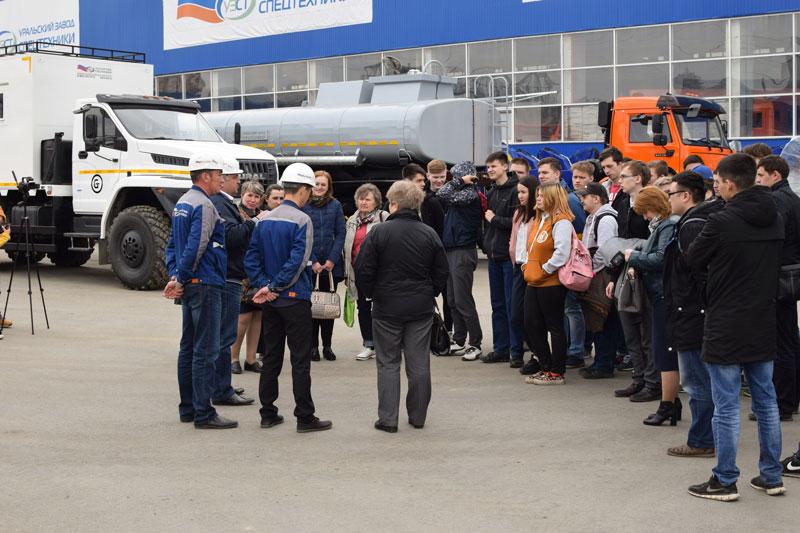 Экскурсия студентов ЮУрГТК на Уральский завод спецтехники
