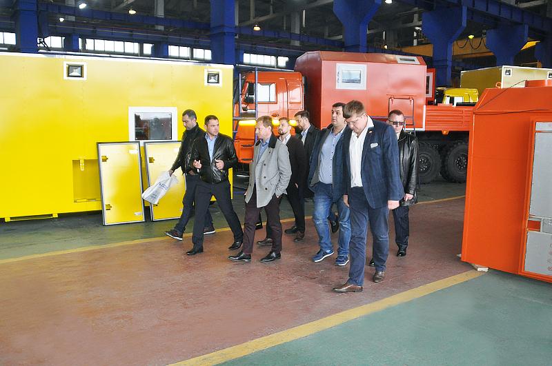 Представители строительного холдинга ООО Стройгазконсалтинг посетили Уральский Завод Спецтехники