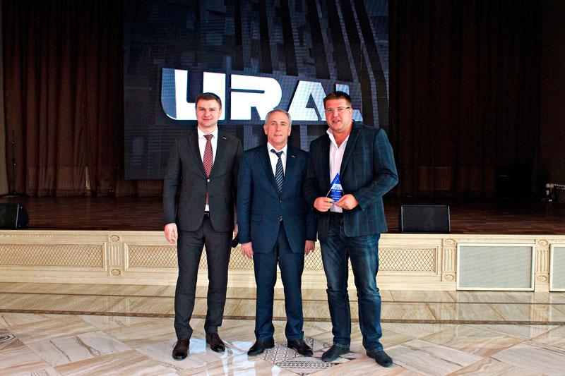 Вручение награды Лидер продаж от АЗ Урал