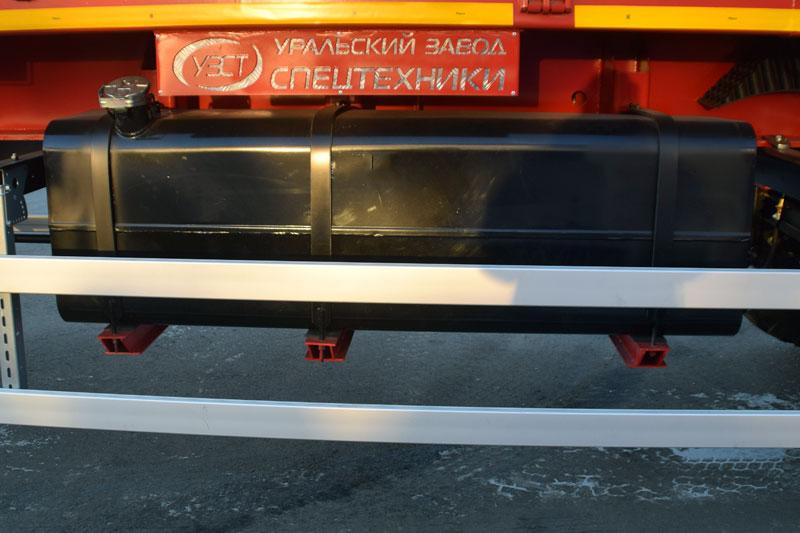 Топливный бак 500 л с погружным насосом и розеткой для подключения