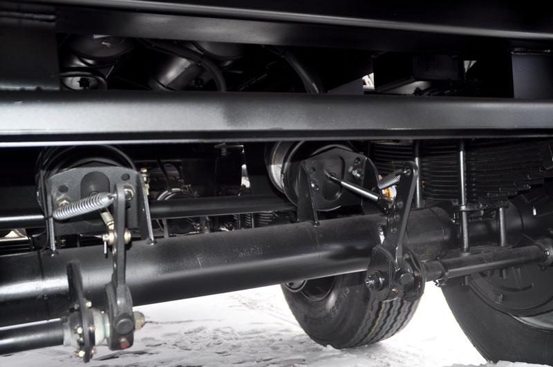 Тормозная система – пневматическая с приводом от шасси с АБС
