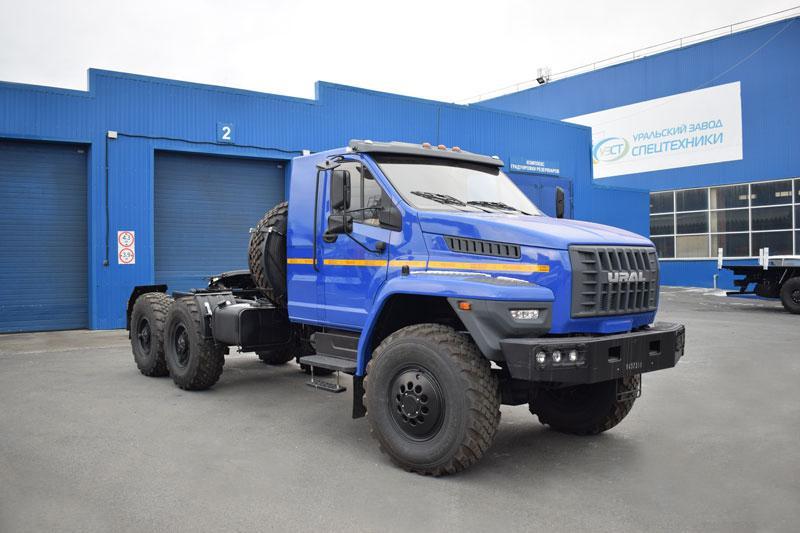 Седельный тягач Урал-NEXT 4320-6952-74Е5Г38 со спальным местом