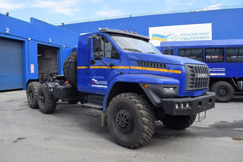 Седельный тягач Урал-NEXT 4320-6952-72Е5Г38 со спальным местом