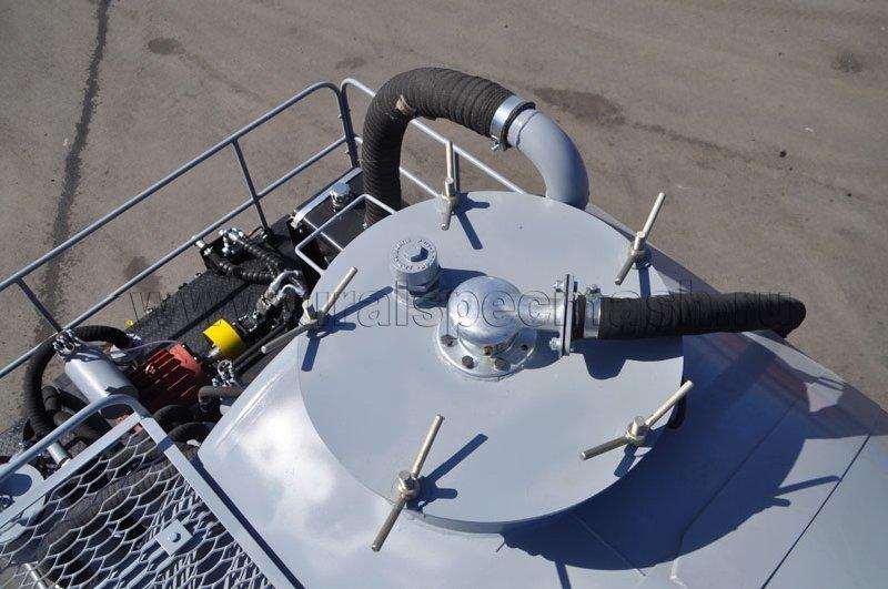 Полуприцеп-цистерна вакуумная УЗСТ-ППЦ-24 м³ с тремя осями, прямого сечения